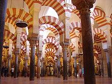 Interior de la mezquita de Córdoba Crédito: Wikipedia Commons