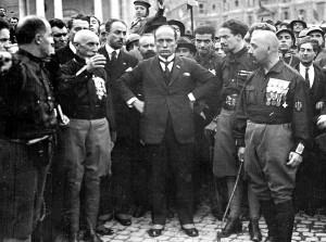 Mussolini y los camisas negras durante la Marcha sobre Roma: fascistización de la política. Fuente: Wikipedia.com